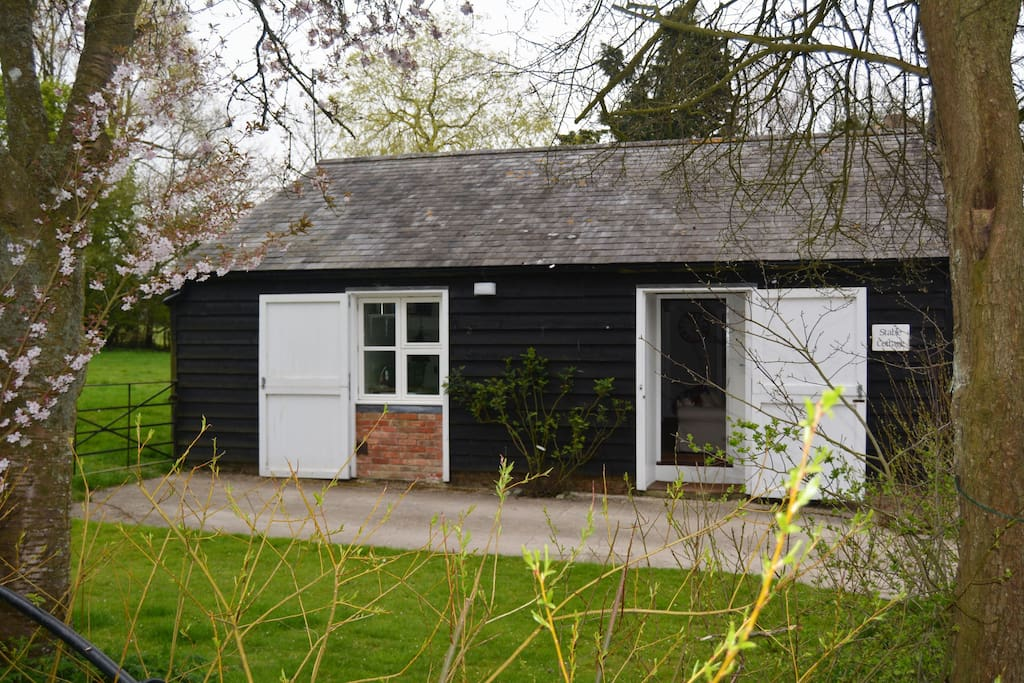 Stable Cottage, sleeping 4, with light & airy luxury ground floor accommodation