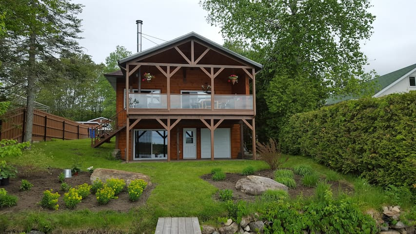 Maison bord de lac Adstock