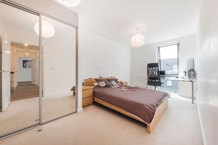 Beautiful Master Bedroom in Modern Top floor flat
