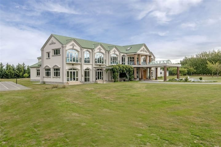 Wow! Mansion lifestyle! 豪華度假庄园