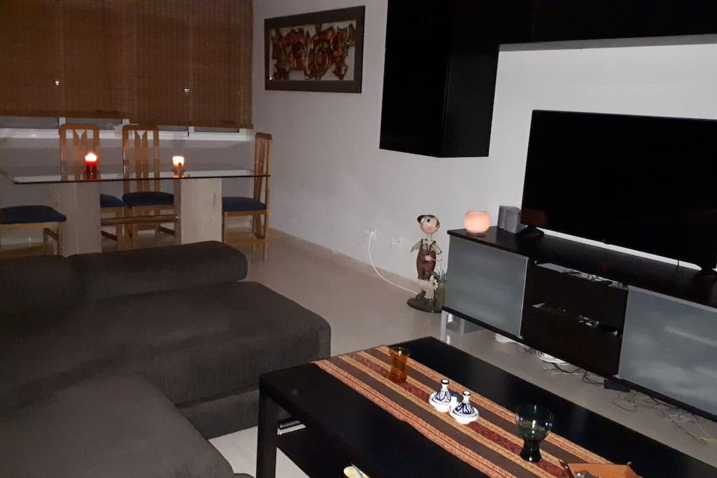 living room / salón desde la entrada. fotos a la luz de las velas. Candel light picture.