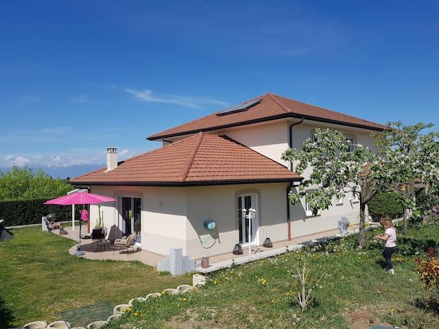 Chambre cosy dans grande villa proche de Genève