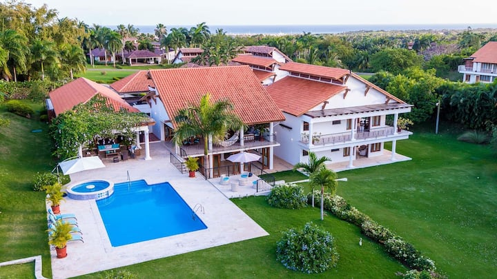 Large 360° Golf View Villa in Casa de Campo with family room