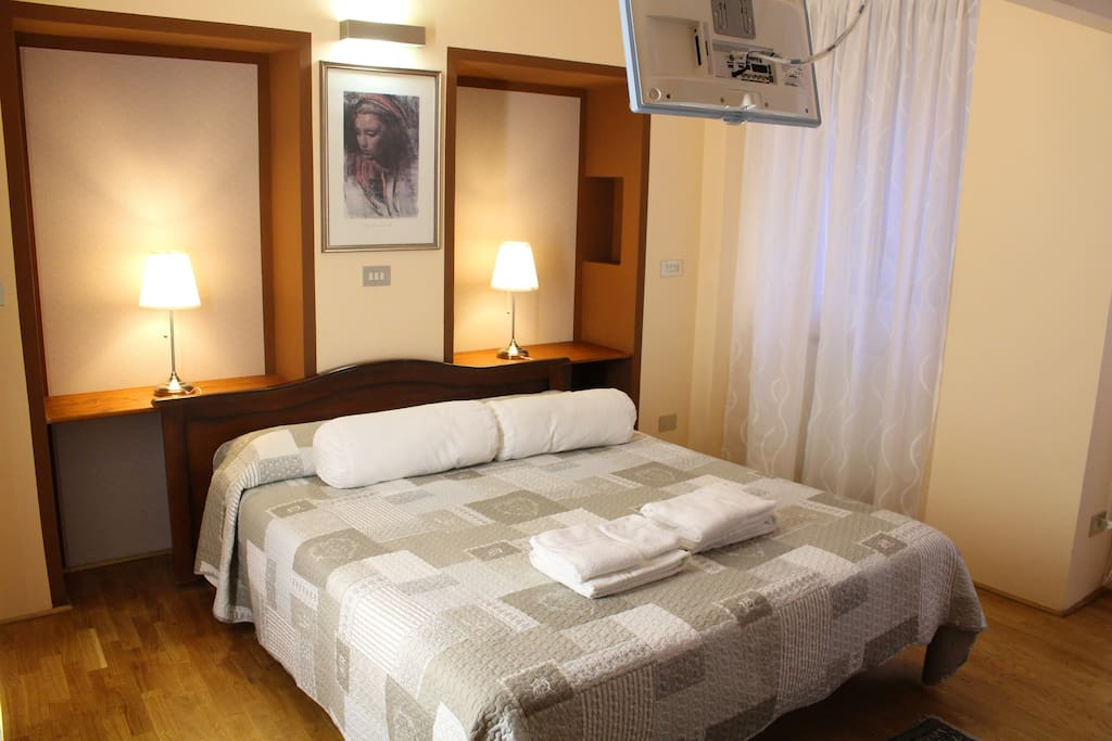 Main Bedroom: matrimonial bed- private bathroom-TV- A/C-view