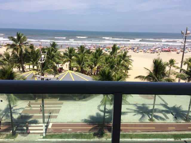 Apartamento de frente para praia com vista linda - Praia Grande - 公寓