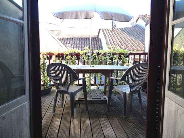 A suite, private terrace in the heart of Bayonne