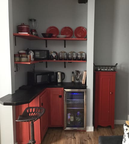Kitchenette with amenities, mini fridge, microwave, toaster oven, French press, electric tea pot, blender and crock pot. Best of all,dish service!
