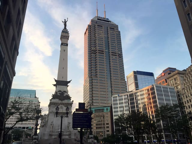 LargeHomeRental-DowntownIndy-Perfect 4 Your Group! - Indianapolis - Huis