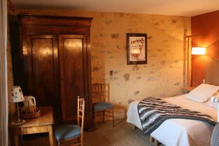 cosy bedroom in a B&B - Landévant - Oda + Kahvaltı