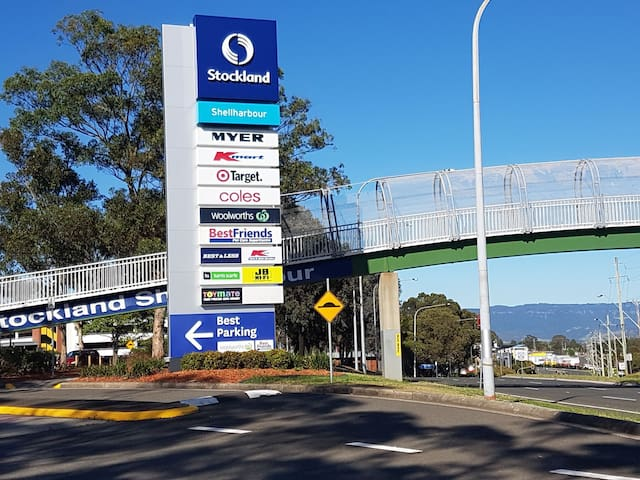 Stockland Shopping Center. 6 min drive from Studio. Food court McDonald, KFC, Subway and lots of others.