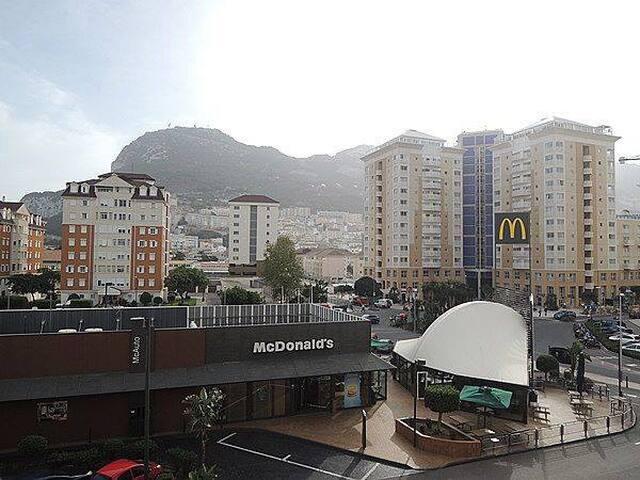 Apartment off Main Street - Gibraltar - Pis