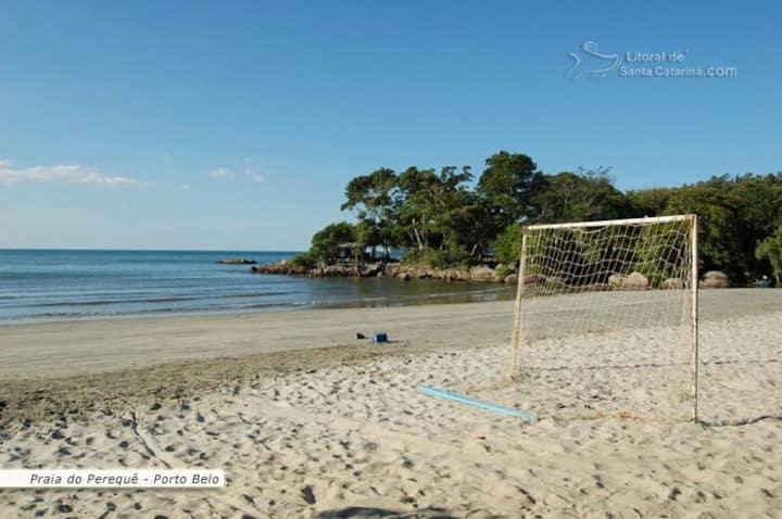 Alugar-se casa 150MT da praia de Perequê.