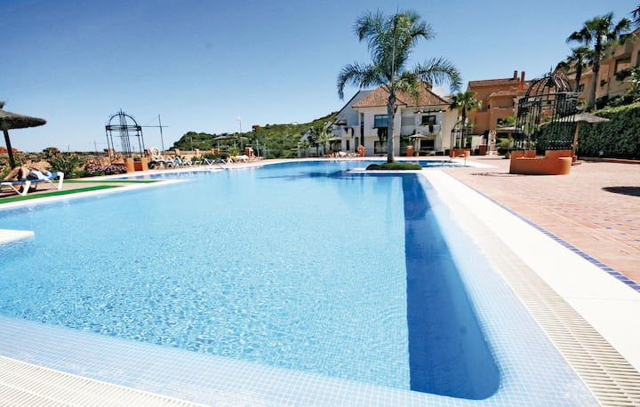 Amazing home in Duquesa with 2 Bedrooms