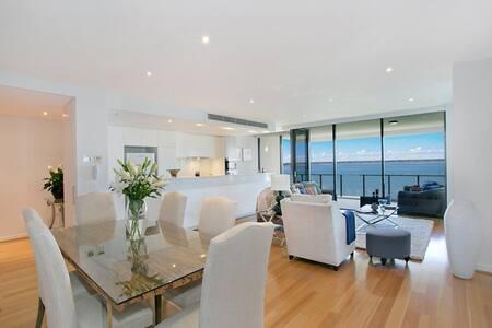 Beachfront luxury apartment 200 sqm - Apartment