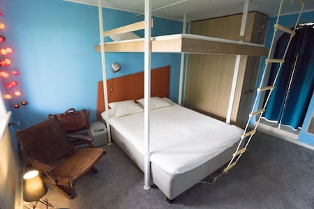 Rooms with private entrance - 6 min walk to subway