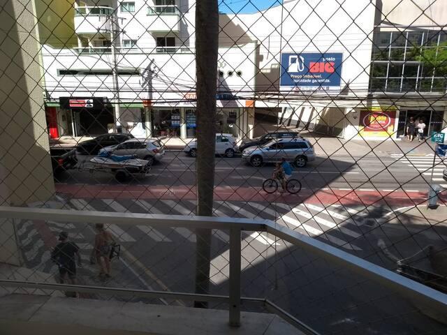 APARTAMENTO NO CENTRO 2 QUARTO A 200MTS DA PRAIA