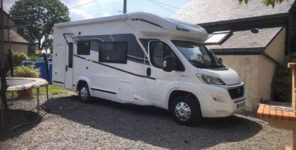 Hébergement dans un camping-car neuf