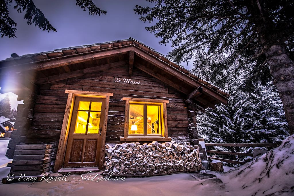 Le Mazot in winter - a cosy cabin