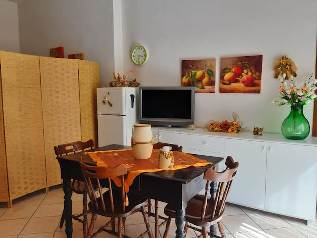 Studio 15 minutes from airport & 5 min from beach