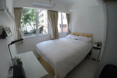 Wan Chai Modern Convenient 1BR Apartment (450sqf) - Hong Kong