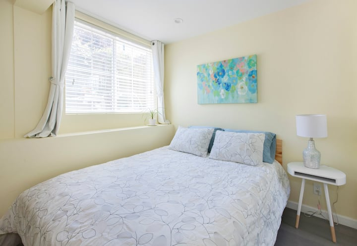 New! Charming & Bright Suite - Room B