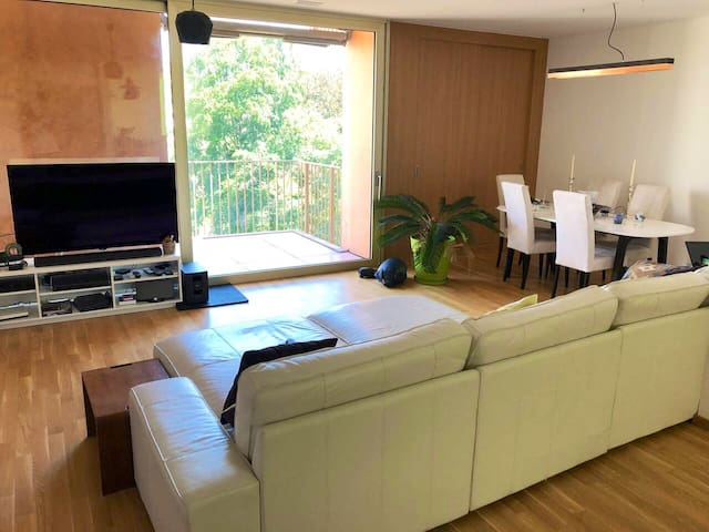 Bright Private Room with balcony