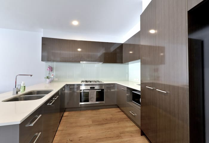 Chinatown 3 bedrooms Modern & Clean Townhouse