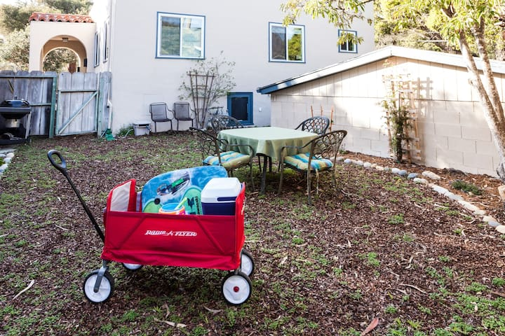 Private yard. Foldable wagon, beach toys and ice chest to use.