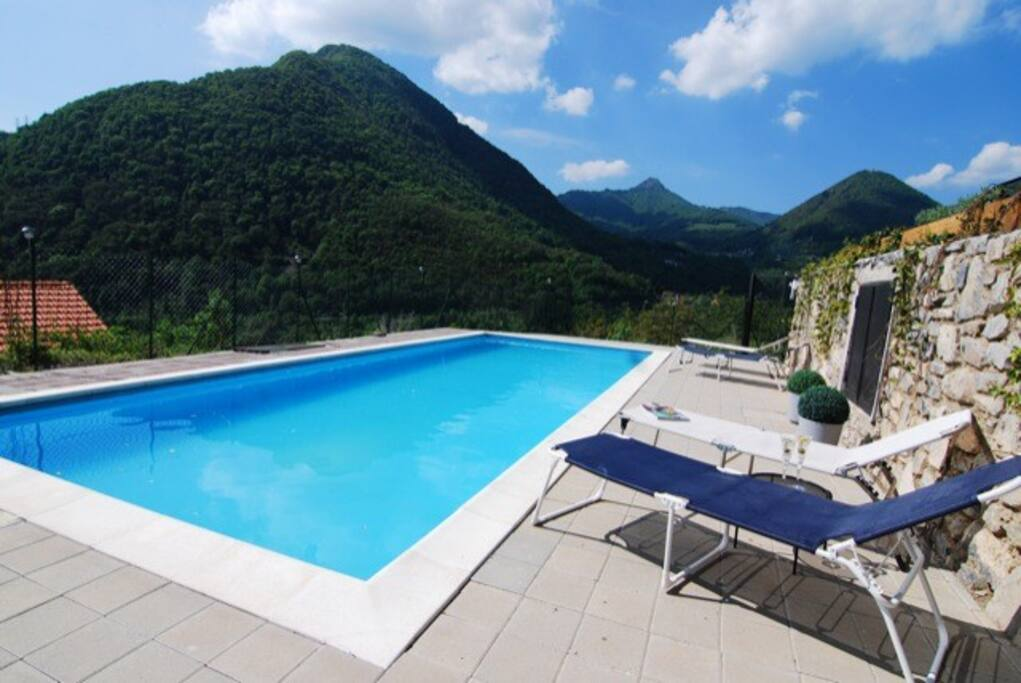 Stunning lake & mountain panoramas from pool