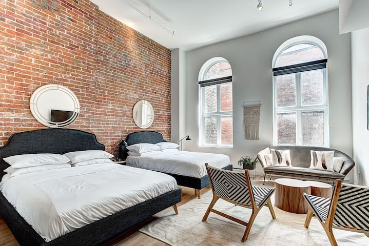 ❤️Cozy 2 Bedroom Loft on rue Notre-Dame ❤️