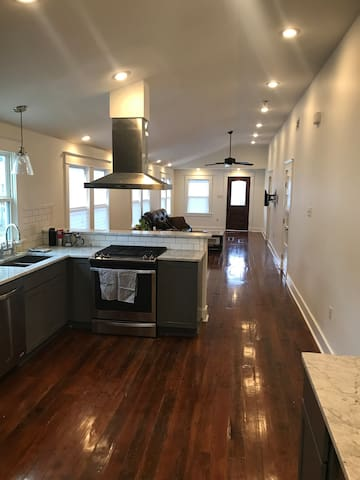 Prime New Orleans location for up to 4 Guests!
