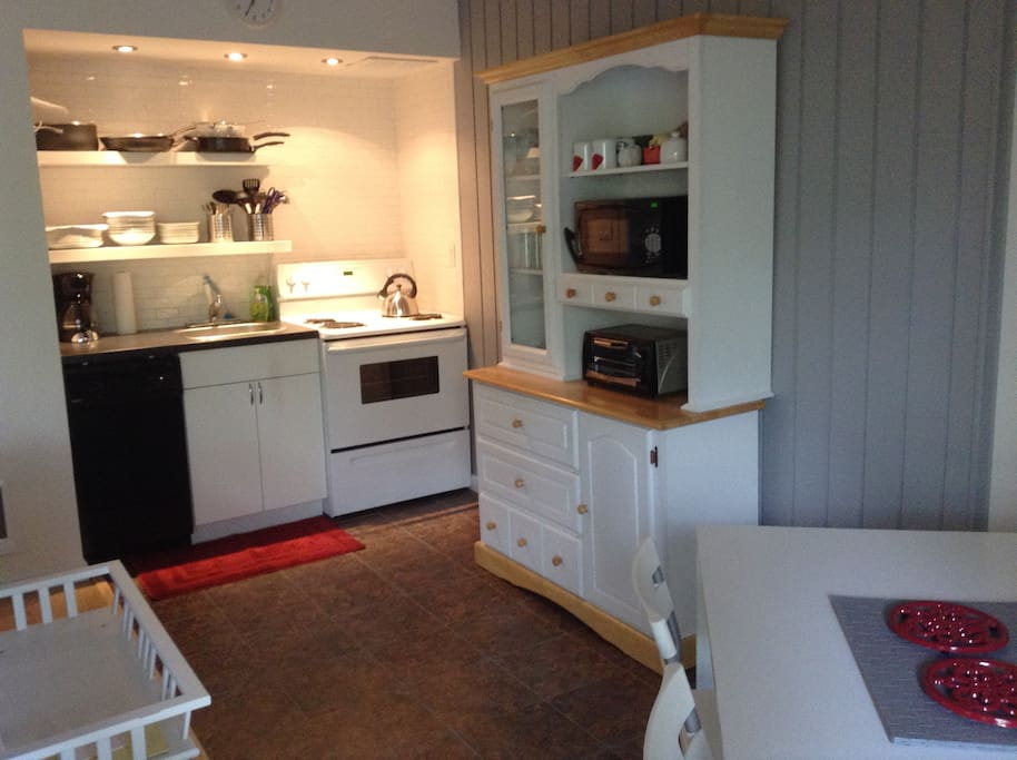 Kitchen and dinning area. Lots of space, great refrigerator, full size oven.
