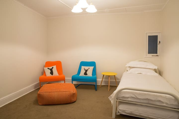 Kids Bedroom with Single Bed + Single Trundle