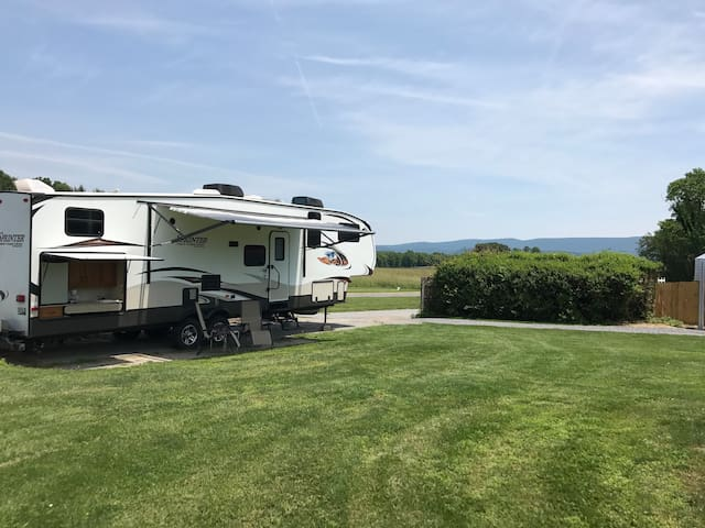 Modern RV in country setting w/pool