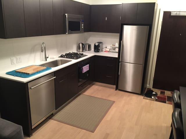 1 bed/NEW Apartment/Free parking/2016 building/2nd - Richmond - Huoneisto