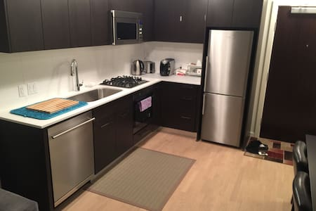 1 bed/Apartment/Netflix/gig WiFi/free parking/2nd