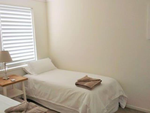 Bedroom 3 (2 x king singles)