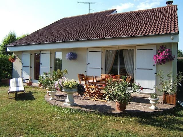 2 bedrooms , bathroom, toilet and private lounge - Les Essarts-le-Roi - Penzion (B&B)