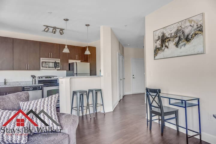 ❤️ Plaza Midwood 1BR ★ King Bed ★ Balcony + WiFi  (720 SqFt)
