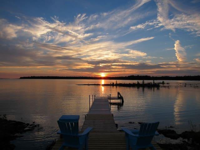 Luxury Rental Cottage on Lake Huron - Tobermory - Houten huisje