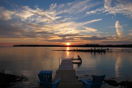 Luxury Rental Cottage on Lake Huron - Tobermory