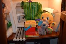 Mesa alta, brinquedos, banheira, intercomunicador para bebés/For babies high table, toys, bath, babymonitor Motorola