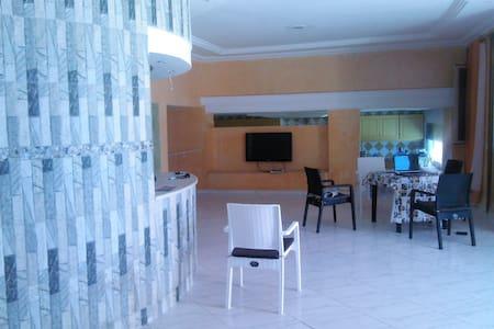 Appartement RDC - Villa en bord de mer - Tunisz - Lakás