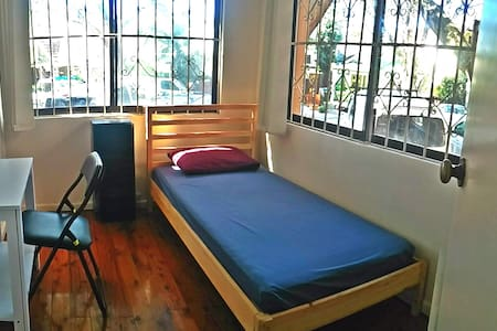 Single room just 5 min walking from the beach - Bondi Beach