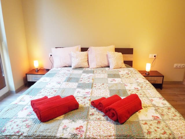 Luxury Apartment Near Park 2