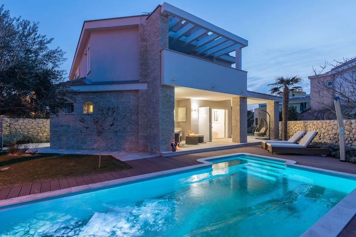 White Rose Modern Villa with Private Pool
