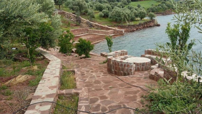 Petit studio en face du lac. - Bin El-Ouidane - Penzion (B&B)