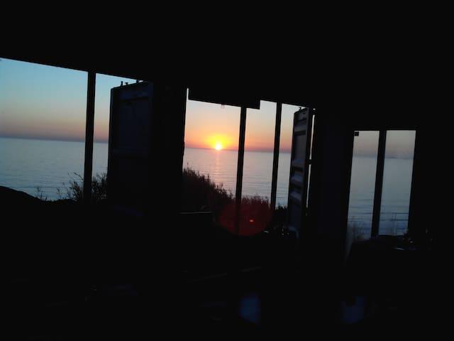Container House em frente ao mar