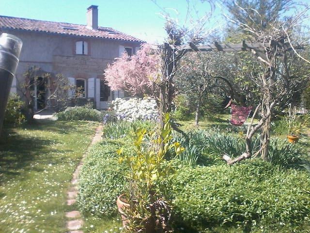 Chambres d'hôtes, galets - Fontenilles - House