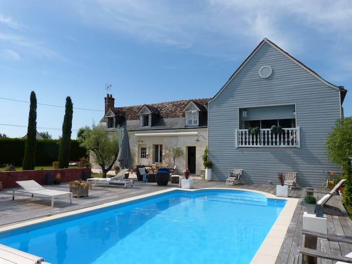 Vaste maison de charme avec piscine chauffée